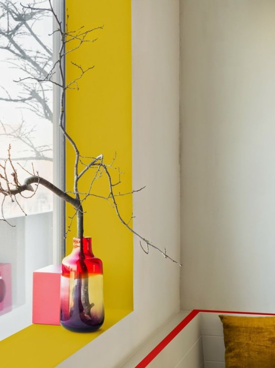 painted-yellow-wall-stripe-550x736
