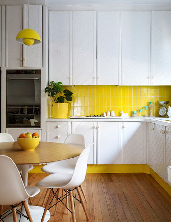 yellow-and-white-70s-kitchen1