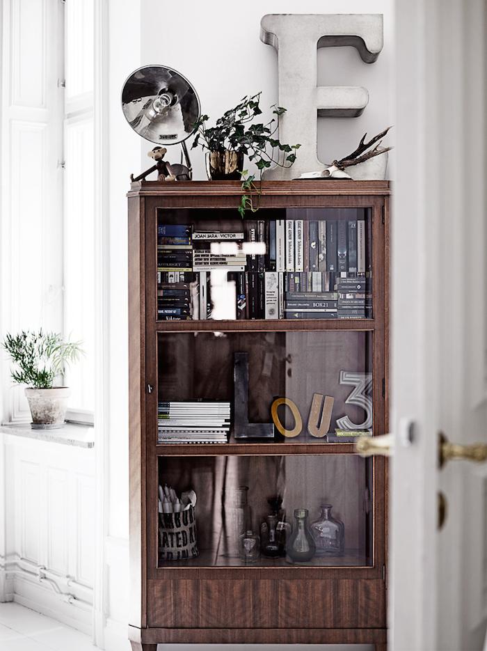display-cabinet-photo-pia-ulin