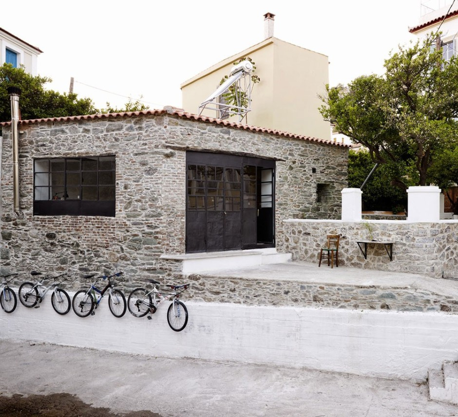 blacksmiths-house-in-lesvos-1000x911