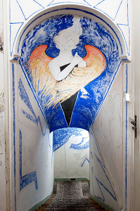 Jean-Cocteau-Villa-Santo-Sospir-stairwell